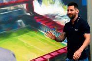 GRAF2153. BARCELONA.- El argentino Leo <HIT>Messi</HIT> asiste a la inauguración del Estadi Johan Cruyff, situado en la Ciudad Deportiva de Sant Joan Despí (Barcelona), donde se disputarán los partidos del primer equipo de fútbol femenino, el filial y el Juvenil A.