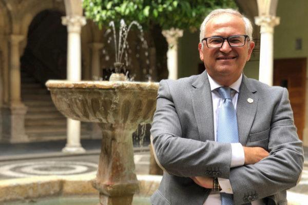 Manuel Parras aboga en Baeza por diversificar y diferenciar el sector oleícola para conquistar mercados