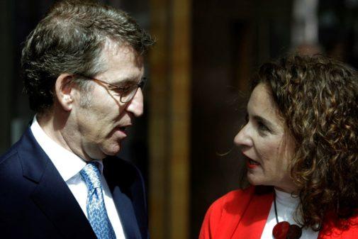 El presidente de Galicia, Alberto Núñez Feijóo, y la ministra de...