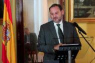 José Luis Ábalos, en rueda de prensa en la embajada española en Moscú.