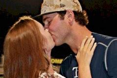 Blake Bivens y su esposa en una imagen compartida en redes sociales.