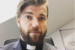 El sacerdote sueco Oskar Arngården.