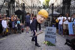 Golpe de Boris Johnson al Parlamento para imponer su Brexit duro