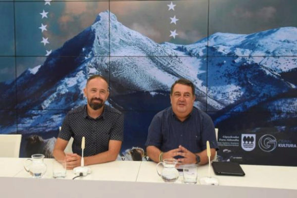 Denis Itxaso y Ernesto Gasco presentan el balance del San Sebastian-Gipuzkoa Film Commission 2018.