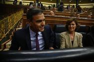 Pedro Sánchez y Carmen Calvo, al inicio del pleno extraordinario en el Congreso.