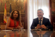 La ministra de Hacienda en funciones, María Jesús Montero, y el presidente de Canarias, Ángel Víctor Torres este jueves.