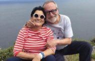 El filósofo Fernando Savater junto a su mujer, Sara Torres.