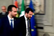 El líder de la Liga, Matteo Salvini, abandona el Palacio del Quirinal tras reunirse con el presidente en la segunda ronda de consultas.