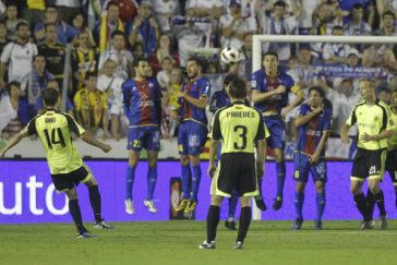 Gabi marca el primer tanto del Zaragoza, en el partido investigado.