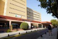 La fachada del Hospital de la Mujer del Virgen del Rocío donde están ingresadas las embarazadas con listeria.
