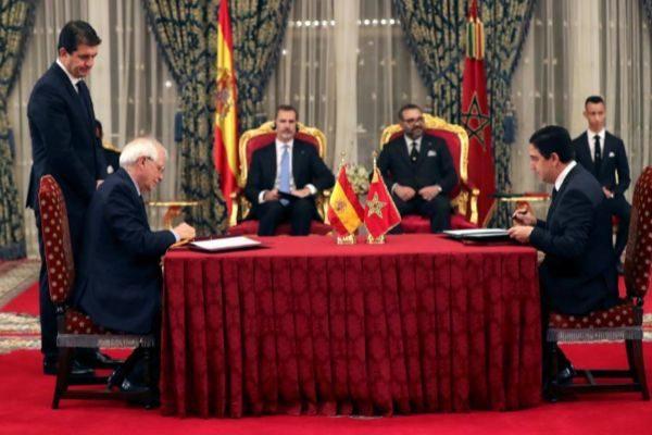 Borrell y Felipe VI durante su visita a Marruecos en febrero de 2019.