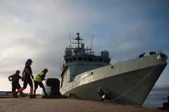 El barco de la Armada Audaz, ayer, en el puerto de San Roque (Cádiz).