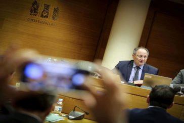 El director de la Agencia Antifraude, Joan Llinares, en las Cortes.