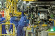 Los operarios en la factoría Ford de Almussafes.