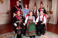 El rey Felipe VI en la confirmación de la princesa de noruega entre otros invitados