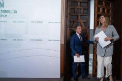 La consejera de Fomento, Marifrán Carazo, y el consejero de Presidencia, Elías Bendodo, en el Palacio de San Telmo. JUNTA