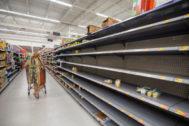 Supermercados bajo mínimos en Merrit Island (Florida), ante la llegada del huracán.