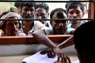 Habitantes el estado indio de Assam buscan sus nombres en el registro:
