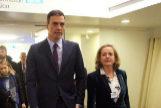 El presidente Pedro Sánchez junto a la ministra de Economía, Nadia Calviño, en el Foro de Davos.