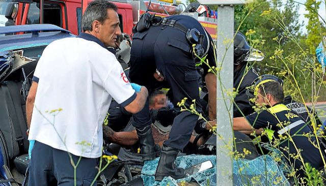 Imagen de un accidente de tráfico registrado en una carretera de Ibiza.
