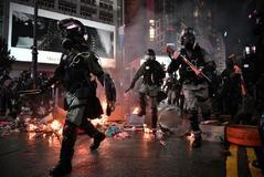 Al menos cinco manifestantes en estado grave tras la peor noche de caos