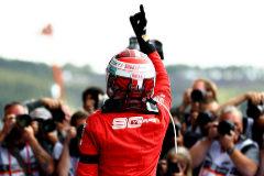 Leclerc resiste al desgaste de sus ruedas y amarra su primer triunfo en la F1