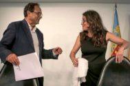 El conseller de Hacienda, Vicent Soler, junto a la vicepresidenta, Mónica Oltra.