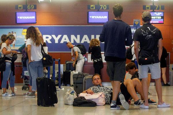 Los sindicatos acusan a Ryanair de