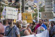 Asistentes a una de las manifestaciones del Orgullo en Benidorm.
