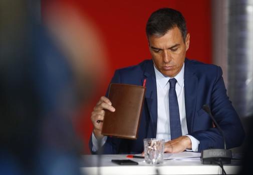 Pedro Sánchez, el 30 de agosto, durante una reunión con...