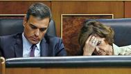 Pedro Sánchez y Carmen Calvo, durante el pleno extraordinario en el Congreso dedicado al Open Arms.