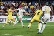 Bale marca uno de sus dos goles al Villarreal.