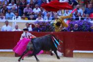Joaquín Galdós es levantado al cielo de Bayona por el sexto toro de La Quinta.