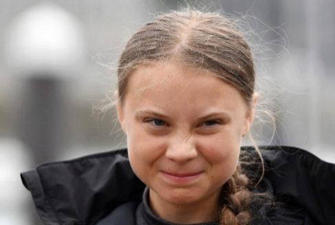 Greta Thumnberg, atendiendo a los medios en su viaje a Nueva York, adonde llegó este jueves tras 14 días a bordo de un velero.