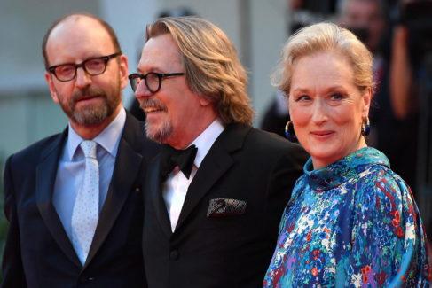 Steven Soderbergh, Gary Oldman y Meryl Streep, este domingo en el Lido.