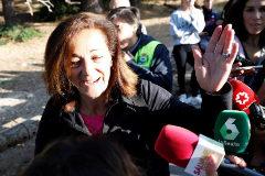 Dolores Fernández Ochoa ,hermana de la exesquiadora Blanca Fernandez Ochoa, la desaparecida desde el dia 23, contesta a las preguntas de los periodistas antes del inicio de las labores de búsqueda en Cercedilla en las que intervienen la Policía, la Guardia Civil, los organismos de emergencias y voluntarios.