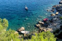 Dos de las embarcaciones llegadas el pasado sábado a es Cubells, en la costa de Ibiza.