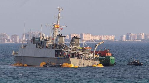 Personal de la Armada durante las labores de reflotamiento del...