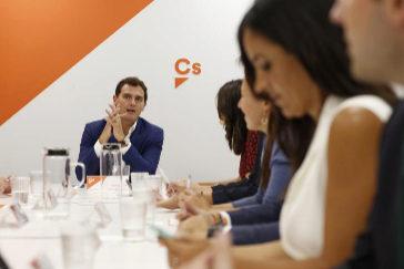 """Rivera, reticente a una coalición con el PP: """"España suma, pero la corrupción resta"""""""