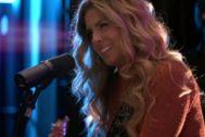 Miriam Rodríguez en el vídeo de la grabación de Más De Lo Que Ves