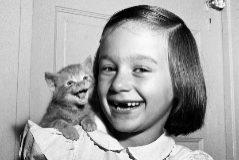 'Paula y el gatito'. La hija de Chandoha también posó para él.