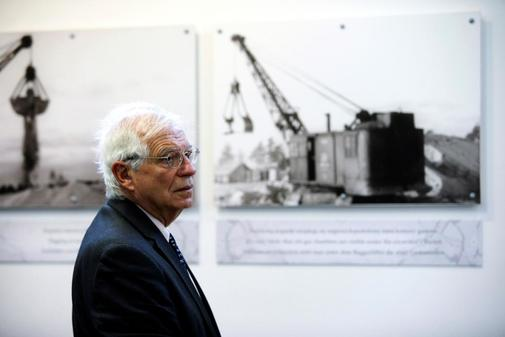 Josep Borrell, en una visita al campo de concentración nazi de...