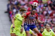 Putellas y Meseguer disputan un balón durante la pasada temporada