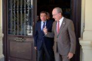 El ministro Luis Planas y el alcalde de Málaga, Francisco de la Torre, este lunes.
