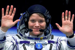 La astronauta Anne McClain (40 años), antes de embarcar en una misión a la Estación Espacial Internacional.