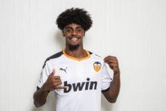 Correia, con la camiseta del Valencia.