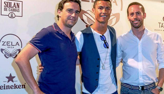 Abel Matutes Prats junto a Cristiano Ronaldo en un evento celebrado en Ibiza.