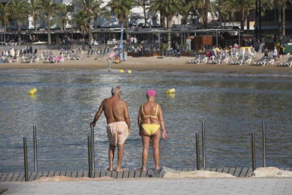 Dos pensionistas en un viaje del Imserso en Salou