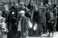 Llegada de judíos húngaros en en tren de deportación al campo de concentración de Auschwitz, en Polonia en 1942.
