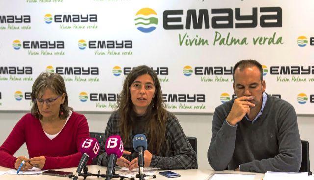 La edil nacionalista, Neus Truyol, flanqueada por la ex gerente de Emaya, Inma Mayol y el jefe de personal, Carlos Nadal.